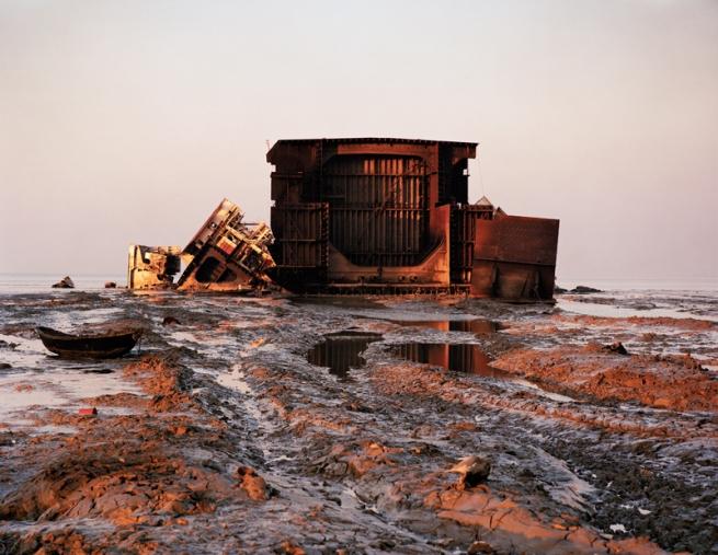 Edward Burtynsky. 'Shipbreaking #1, Chittagong, Bangladesh, 2000'