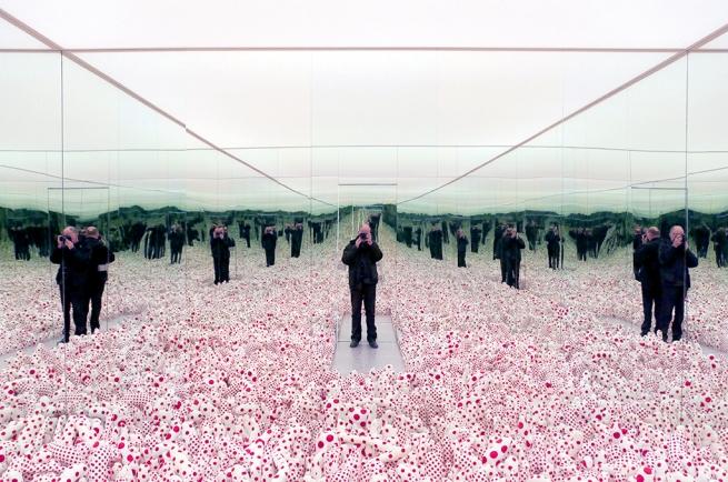 Yayoi Kusama. 'Infinity Mirror Room - Phalli's Field' 1965