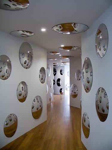 Yayoi Kusama. 'Invisible Life' 2000