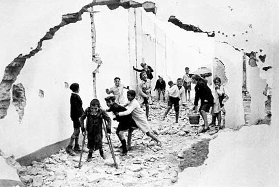 Henri Cartier-Bresson. 'Children in Seville' 1933
