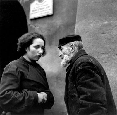 Roman Vishniac. 'Grandfather and granddaugther' Lublin, 1937