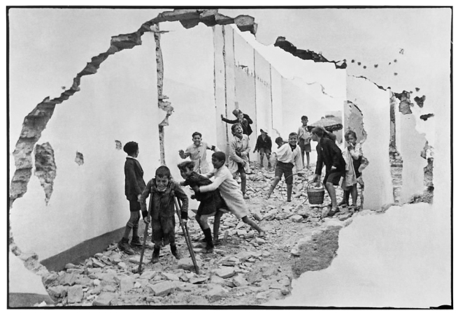 Henri Cartier-Bresson. 'Children in Seville' 1933