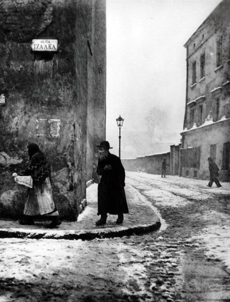 Roman Vishniac. 'Isaac Street, Kazimierz, Cracow' nd