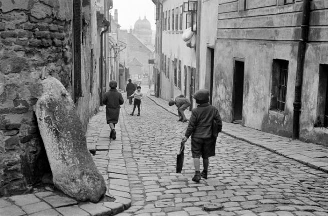 Roman Vishniac. 'Children at Play, Bratislava' c. 1935-38