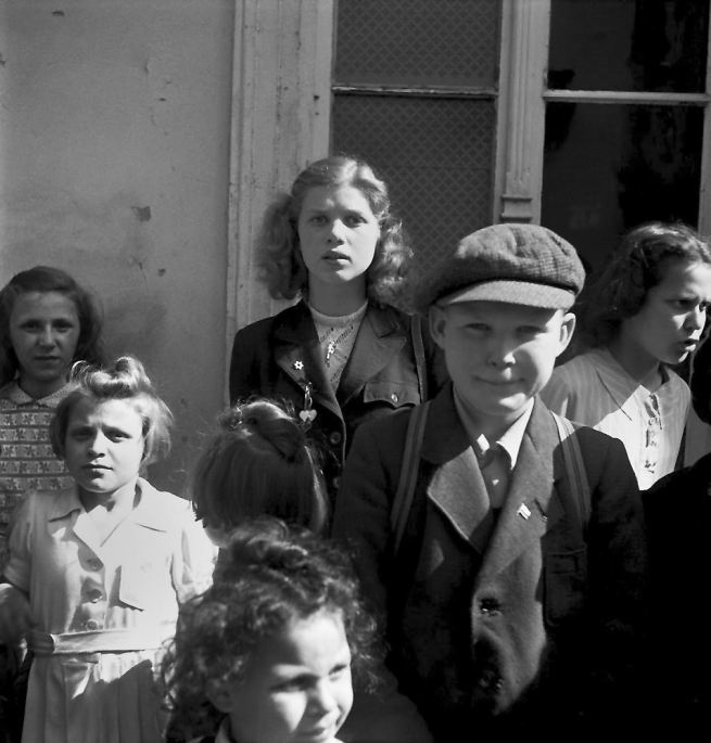 Roman Vishniac (1897-1990) 'Children waiting outside the registration office of a transit bureau' 1947