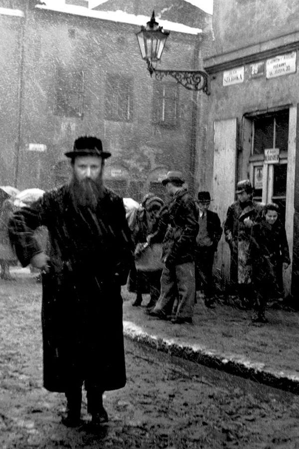 Roman Vishniac. 'Isaac Street, Kazimierz, Krakow' 1935-38