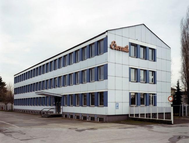 Thomas Ruff. 'House Nr. 11 III' 1990