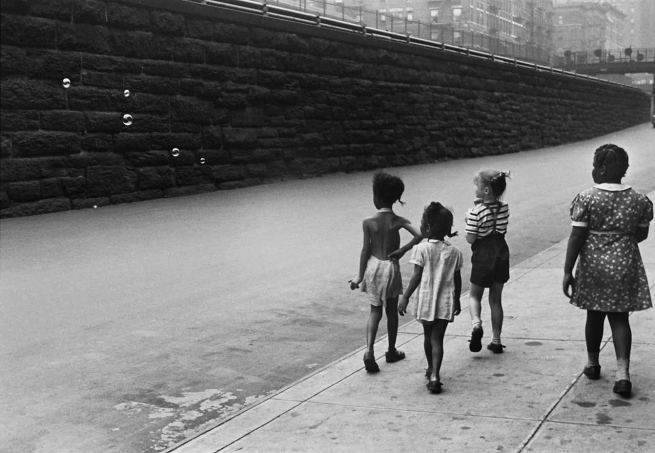 Helen Levitt (American, 1913-2009) 'New York [Children with Soap Bubbles, New York City]' c. 1940