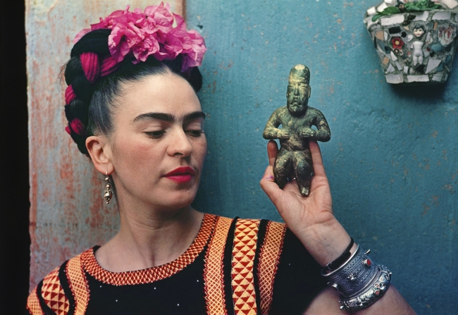 Nickolas Muray. 'Frida with Olmeca Figurine, Coyoacan' 1939