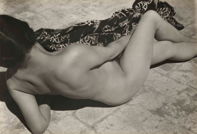 Edward Weston. 'Tina on the Azotea, with kimono' 1924