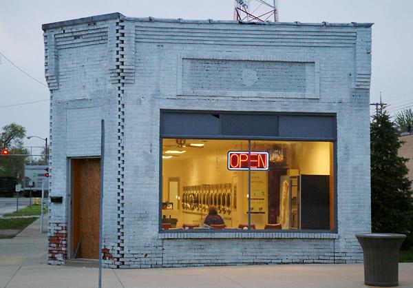 Kay Westhues. 'Knox laundromat' 2005