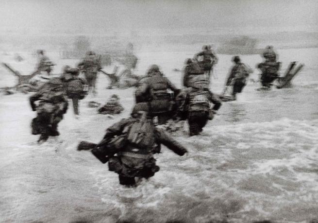 Robert Capa. 'American soldiers landing on Omaha Beach, D-Day, Normandy, France, June 6, 1944' 1944