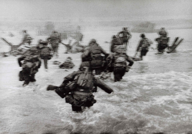Robert Capa. 'American soldiers landing on Omaha Beach, D-Day, Normandy, France, June 6, 1944' 1944