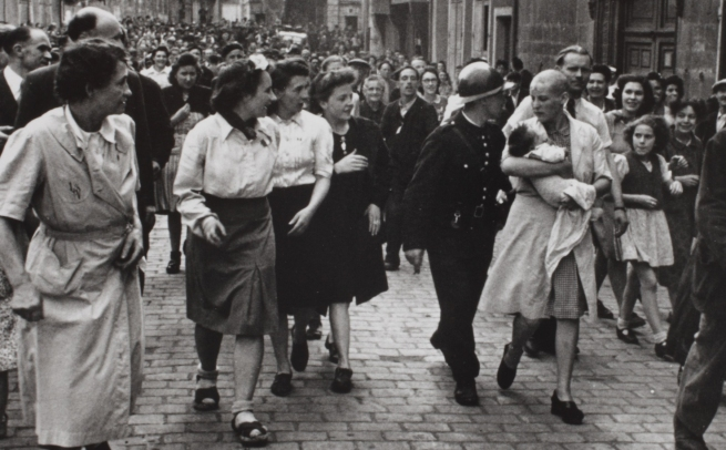 Robert Capa. 'Chartres, August 18, 1944' 1944 (detail)