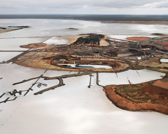 Edward Burtynsky. 'Silver Lake Operations #3, Lake Lefroy, Western Australia' 2007