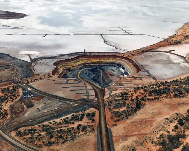 Edward Burtynsky. 'Silver Lake Operations #5, Lake Lefroy, Western Australia' 2007