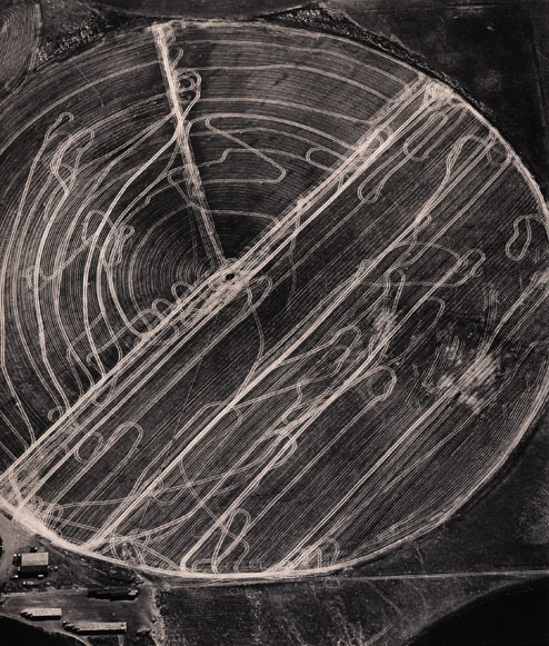 Emmet Gowin. 'Harvest traffic over agricultural pivot near Hermiston, Orgeon, 1991' 1991