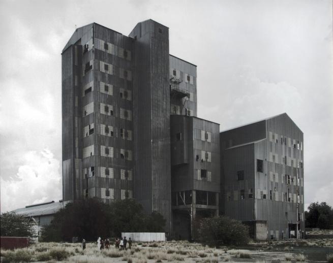 David Goldblatt. 'The mill, Pomfret Asbestos Mine, Pomfret, North-West Province, 20 December 2002' 2002