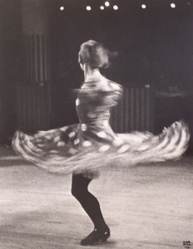 Ilse Bing. 'Danseusue-Cancan, Moulin Rouge, Paris' 1931