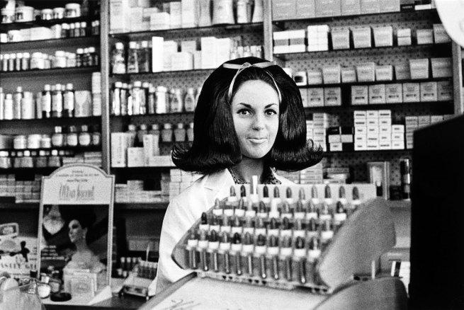 Rennie Ellis (Australia, 1940-2003) 'Cosmetics salesgirl, Toorak Road' c. 1970