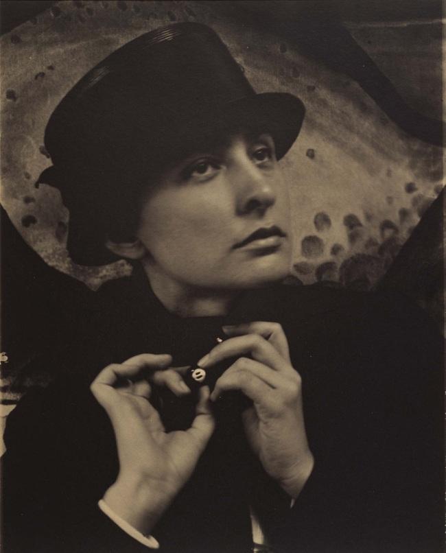 Alfred Stieglitz. 'Georgia O'Keeffe: a portrait' 1918