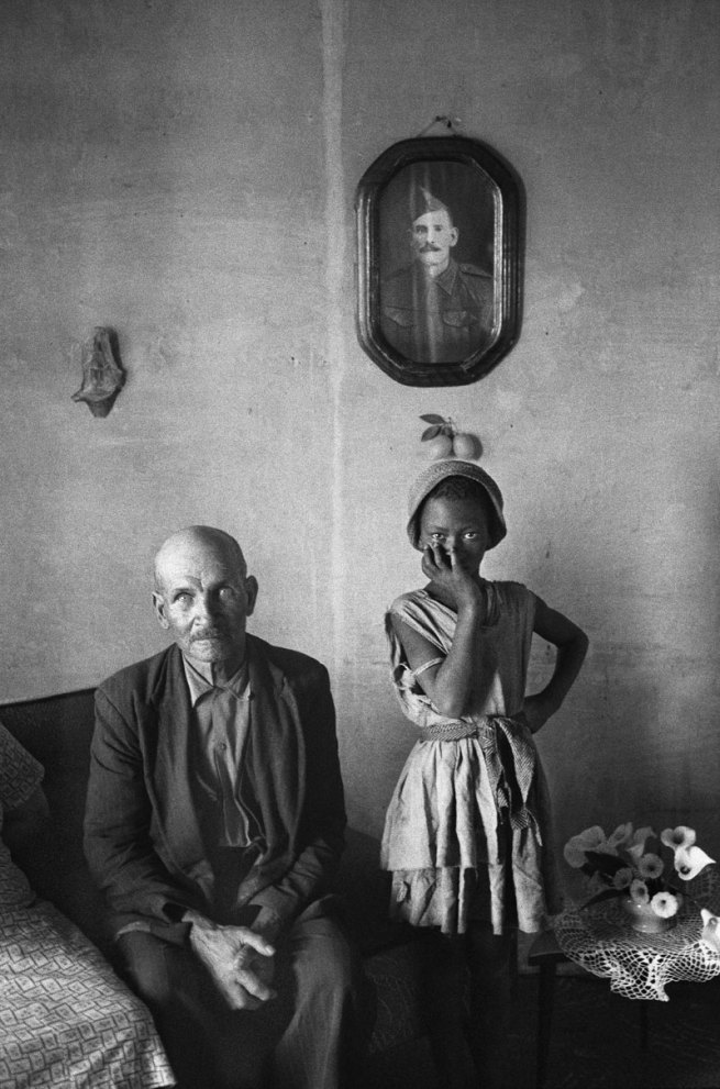 David Goldblatt. 'A plot-holder with the daughter of a servant, Wheatlands, Randfontein, September 1962'