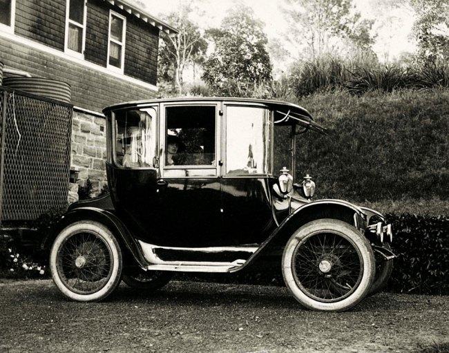 Arthur Wigram Allen. '11 November 1917 Mrs Frank Osborne and Miss Catterall wait in the back of one of Arthur Allens Detroit Electric broughams' 1917