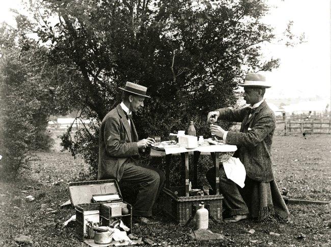 Arthur Wigram Allen. 'AWA & Boyce at lunch' Nd