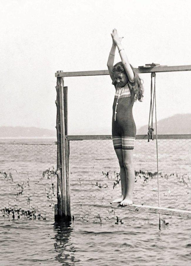 Arthur Wigram Allen. 'Joyce preparing to dive 15 January 1905' 1905