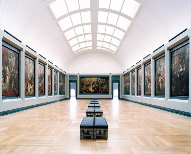 Candida Höfer. 'Musee du Louvre Paris XX' 2005