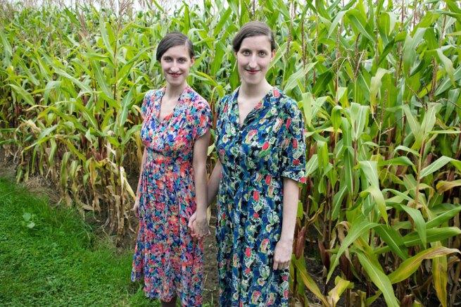 Margarita Broich. Melanie and Daniela Reichert, Unter Bauern, 27-08-2008