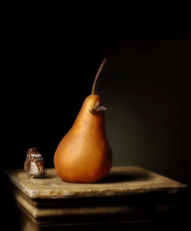 Robyn Stacey. 'Presentation (Pear)' 2011