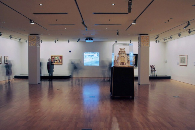 Installation view of first room of the exhibition 'Vienna - Art & Design' at the National Gallery of Victoria
