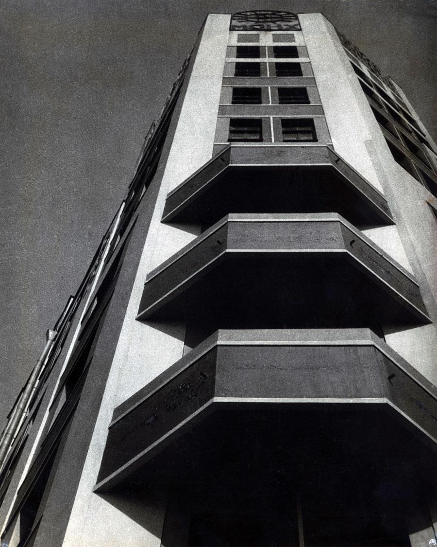 Exhibition alexander rodchenko revolution in for Building photography