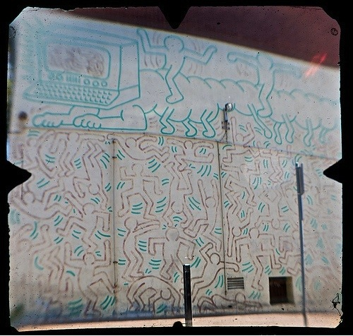 keith haring essay Keith haring: a retrospective at the de young museum in san francisco, california a review of this pop art/ street artist by norman kolpas.
