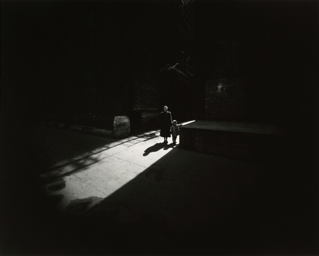 Harry Callahan. 'Eleanor and Barbara, Chicago' 1953