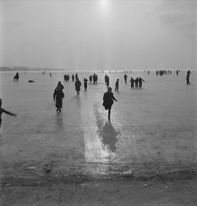 Anonymous photographer. 'Frozen Lake Biel' 1941