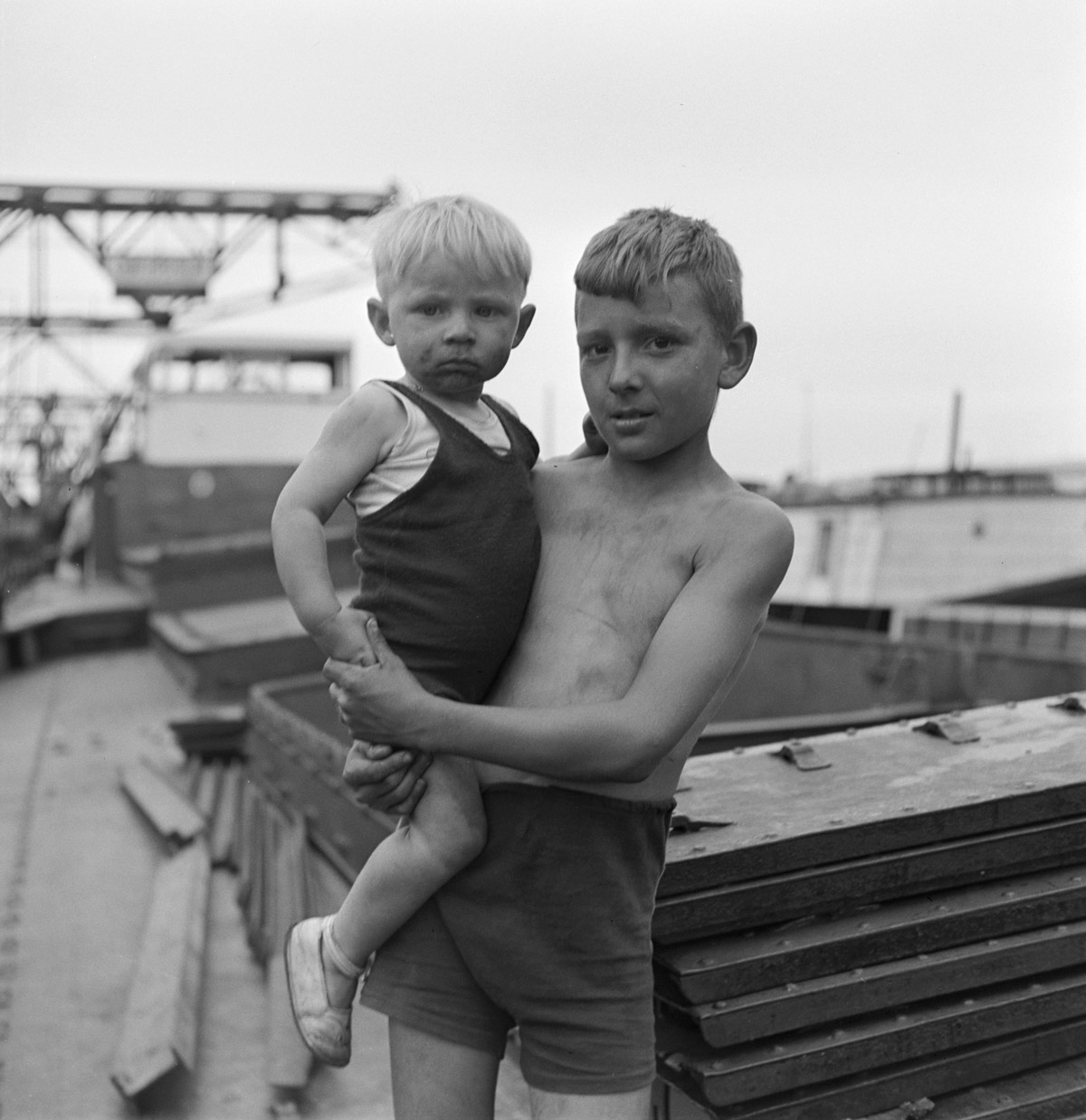 Anon. 'Two brothers in the Rhine harbour at Kleinhüningen, Basel' c. 1939. © Swiss National Museum