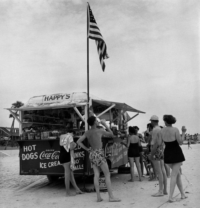 Berenice Abbott. 'Happy's Refreshment Stand, Daytona Beach, Florida' 1954