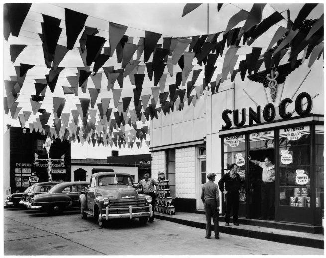 Berenice Abbott. 'Sunoco Station, Trenton, New Jersey' 1954