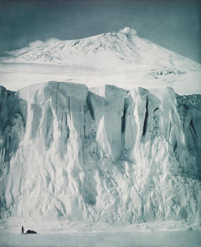 Herbert Ponting. 'The ramparts of Mount Erebus' 1911