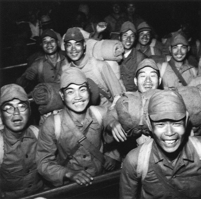 Tadahiko Hayashi. 'Discharged soldiers, Shinagawa Station' Tokyo 1946