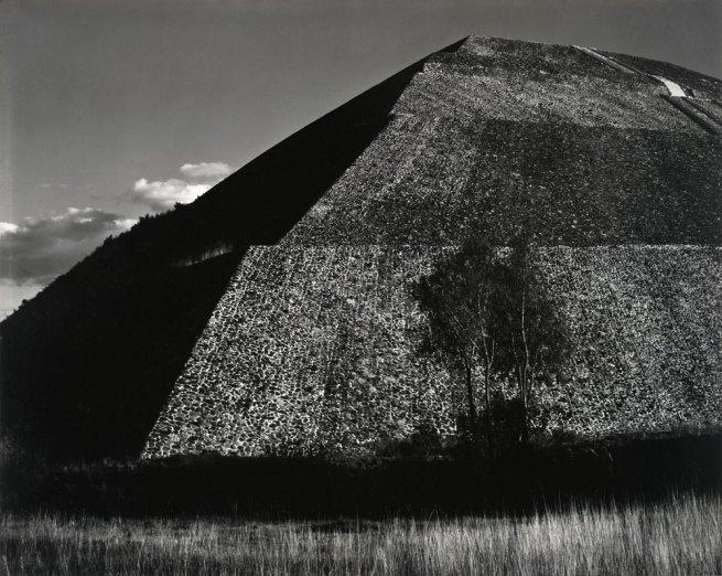 Edward Weston. 'Pirámide del Sol, Teotihuacán' 1923