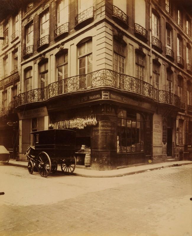 Eugène Atget. 'Hôtel, 1 rue des Prouvaires et 54 rue Saint-Honoré' 1912