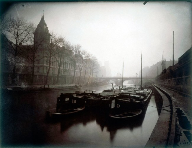 Eugène Atget. 'La Conciergerie et la Seine, brouillard en hiver, 1er arrondissement' 1923