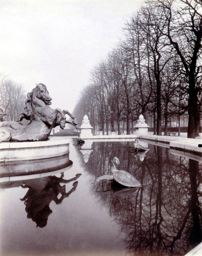 Eugène Atget. 'Fontaine de l'Observatoire, par le sculpteur Carpeaux, jardin Marco-Polo, vue prise vers le jardin du Luxembourg, 6e arrondissement' 1902