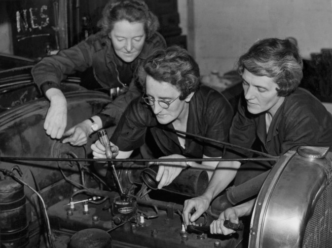 Anonymous photographer. 'Eve Holliman, Hilda Jamieson and Vera Thurlow converting a car into an ambulance' Nd