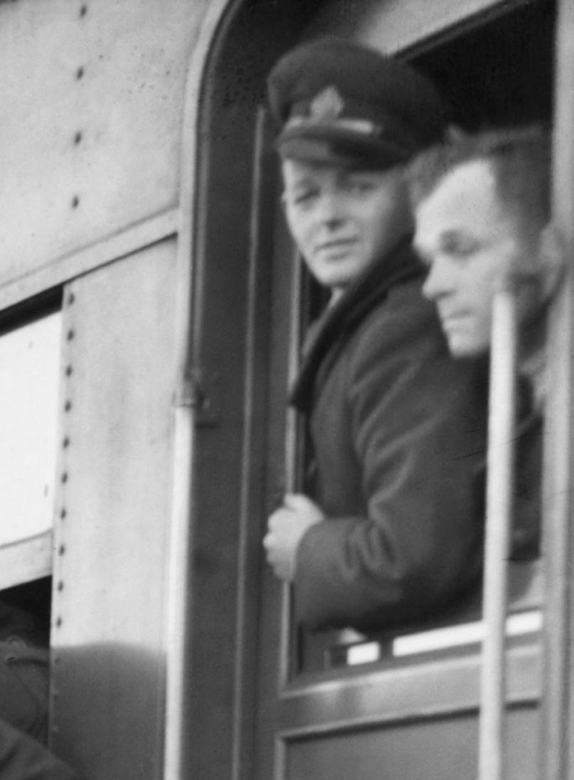 S Hood. 'Sydney embarkation, 13 September 1940' 1940 (detail)