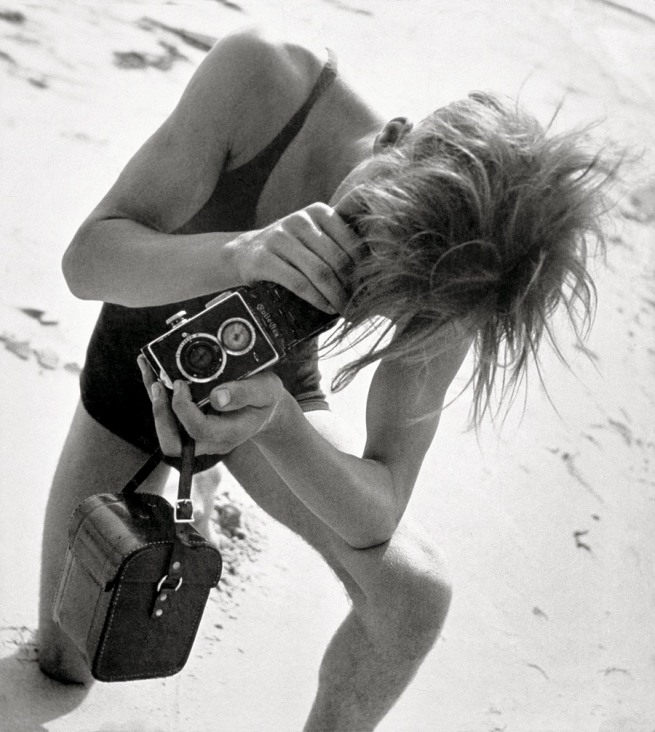 Eva Besnyö. 'Untitled [John Fernout with Rolleiflex at the Baltic seaside]' 1932