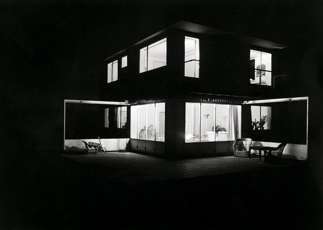 Eva Besnyö. 'Untitled [Summer house in Groet, North Holland. Architects Merkelbach & Karsten]' 1934
